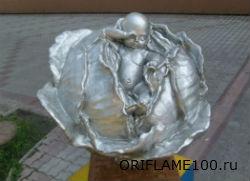 Памятник младенцу в капусте в г.Томск