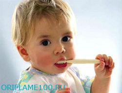 Когда ребёнку начинать чистить зубы